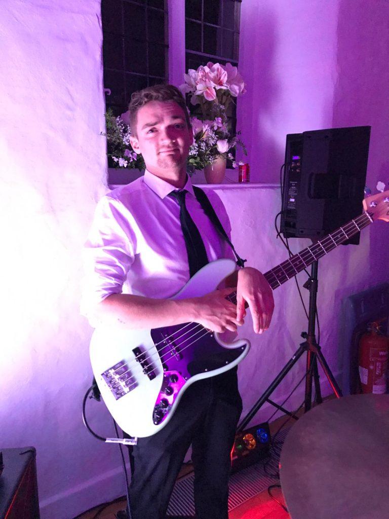 Guitar & Bass guitar teacher   Guitar lessons   Bishops Stortford Herts